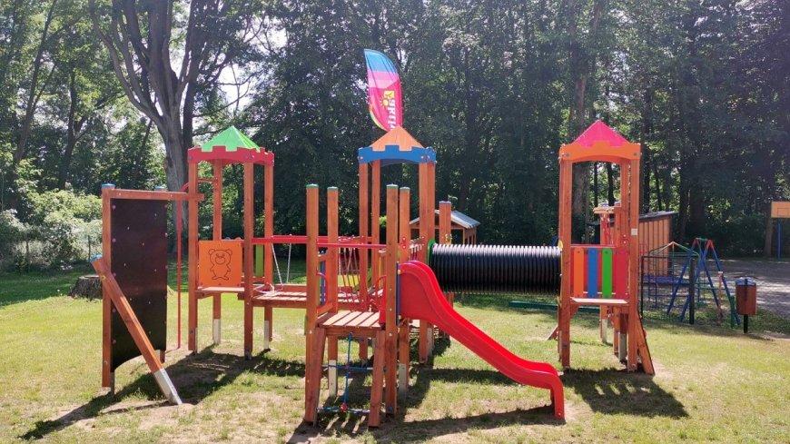 Plac zabaw przy szkole w Mostkach