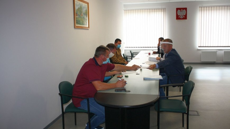 Podpisanie umowy na remont ul. Jeziorowej w Lubrzy (16.07.2020)