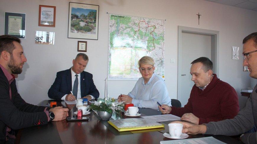 Umowa na remont drogi gminnej w Mostkach podpisana